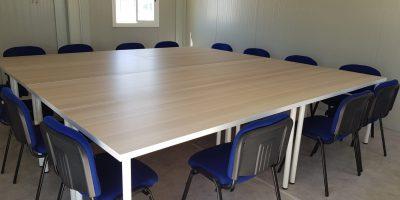 oficina prefabricada mesa de reuniones